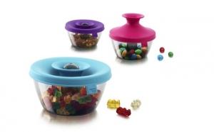 Cutie depozitare bomboane, nuci, alune,etc, in culori vesele si cu un sistem de inchidere vacuum.
