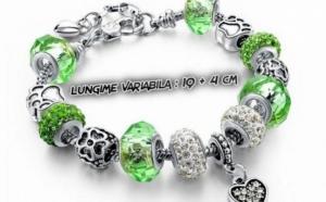 Bratara placata cu 3 straturi de argint 925, cu talismane din sticla Murano si cristale austriece, la numai 110 RON in loc de 340 RON, culoare VERDE. Exprima-ti stilul!
