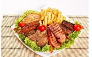 Doar 27 RON in loc de 56 RON pentru un pachet compus dintr-un Platou Regal 1.8 kg pentru 2  persoane (piept de pui, cotlet porc dezosat, mici, carnati, cartofi prajiti, mix de muraturi, rosii, castraveti, ceapa, 3 sosuri: maioneza, mustar, ketchup)