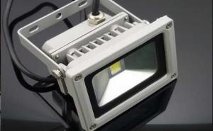 Proiector cu LED 10W de exterior lumina Alb rece. Echivalent cu proiector halogen 100W, consum redus de energie pana la 90%. Doar 45 RON in loc de 105 RON