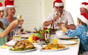 Meniu de Craciun sau Revelion Basic- 4 persoane: salata boeuf + salata vinete + piftie + sarmale, la 69 RON in loc de 98 RON