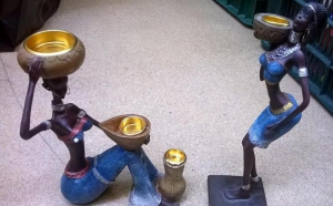 Set 2 statuete africane in blugi - suport de lumanare la doar 52 RON in loc de 104 RON