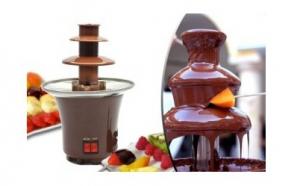 Surprinde-ti invitatii si persoanele dragi preparand gustari delicioase cu ajutorul mini fantanii de ciocolata pentru acasa, simplu si usor de folosit, la doar 93 RON in loc de 180 RON