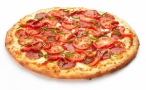 Pizza mare, de 32 cm, la alegere din 10 sortimente, cu doar 5 RON in loc de 18 RON. Oferta valabila in regim TAKE AWAY in zona Unirii!