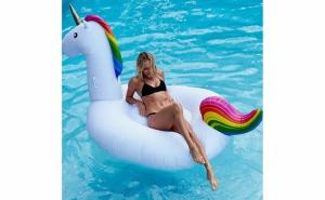 Unicorn gigant gonflabil pentru piscina