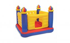 Castel gonflabil tip trambulina