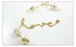 DELICATE BRIDE SET - Colier, cercei si inel ICHIBAN, realizate cu perle si cristale SWAROVSKI de 3, 4, 7 si 12 mm, realizat manual, produs romanesc 100%, serie mica sau unicat, la numai 448 RON in loc de 896 RON