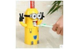 Dispenser dozator pasta de dinti Minion, Cadouri Craciun, Copilul tau