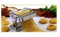 Masina de facut taitei are aspect placut si este utila in orice bucatarie in special pentru prepararea taiteilor, spaghetelor, lasagna