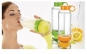 Daca va plac lamaile, clementinele sau portocalele, sticla de apa are o noua caracteristica ce o face foarte speciala: un storcator incorporat, la doar 32 RON in loc de 95 RON