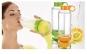 Daca va plac lamaile, clementinele sau portocalele, sticla de apa are o noua caracteristica ce o face foarte speciala: un storcator incorporat! Acum la pretul de 35 RON in loc de 95 RON